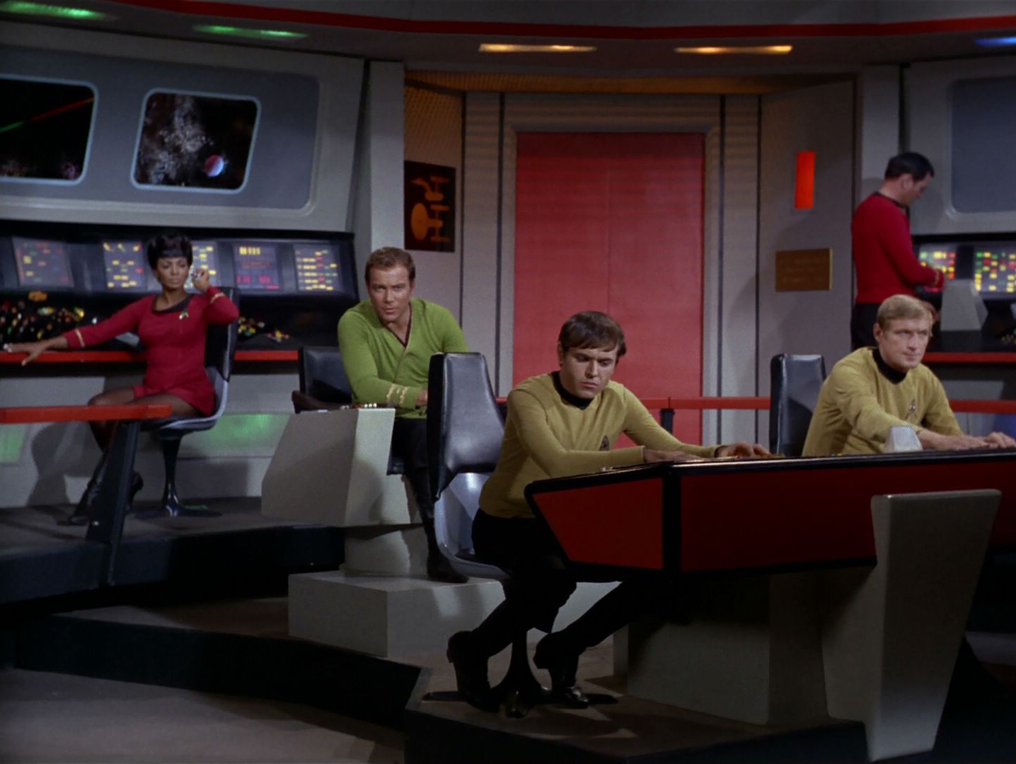 Captain Kirk Watches Miley Cyrus VMA Performance - Video